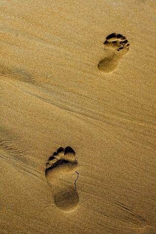 Footprints iPhone Wallpaper