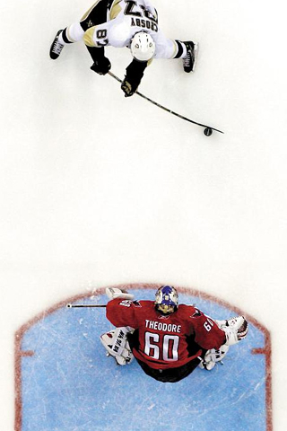 Sidney Crosby Vs Jose Theodore Iphone Wallpaper Idesign Iphone