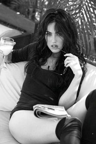 Megan Fox Seductive iPhone Wallpaper