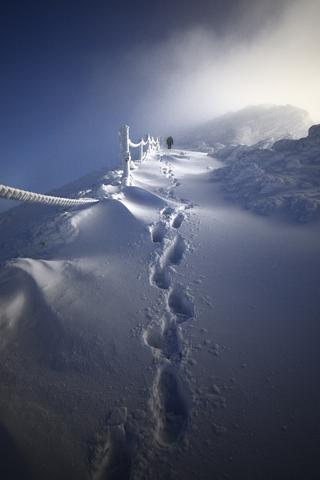 Climb by Piotr Krzaczkowski iPhone Wallpaper
