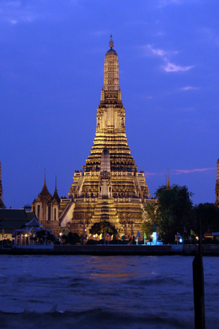 Wat Arun Glowing iPhone Wallpaper