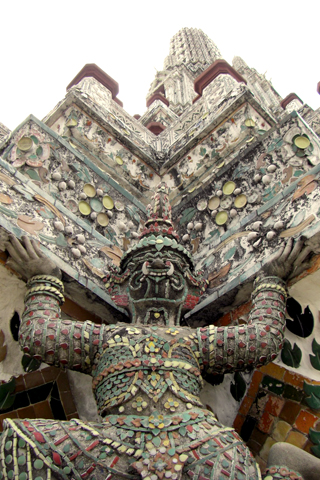 Wat Arun Closeup iPhone Wallpaper