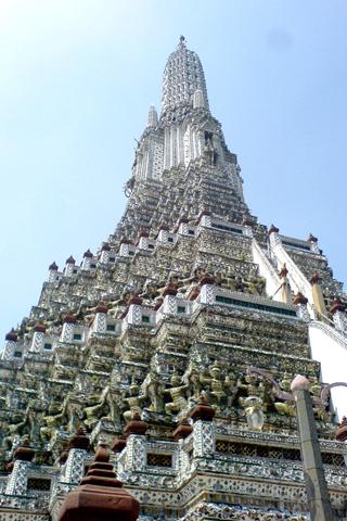 Wat Arun worms view iPhone Wallpaper