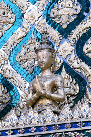 Close Up of Wat Phra Kaew iPhone Wallpaper