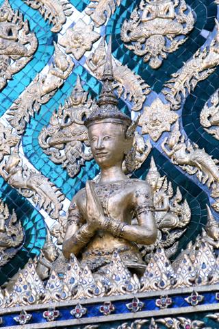 Close Up of Wat Phra Kaew iPhone Wallpaper
