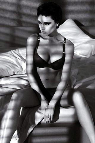 Victoria Beckham - Giorgio Armani Advertisement iPhone Wallpaper