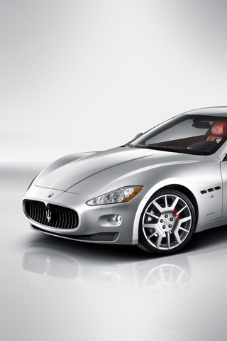 Maserati Coupe iPhone Wallpaper