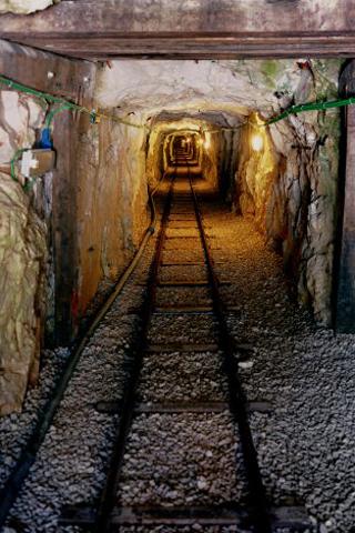 Mining Tunnel iPhone Wallpaper