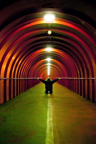 Round Tunnel iPhone Wallpaper